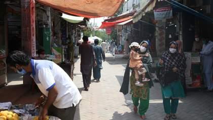 В Пакистане на черном рынке продают кровь людей, которые переболели COVID-19