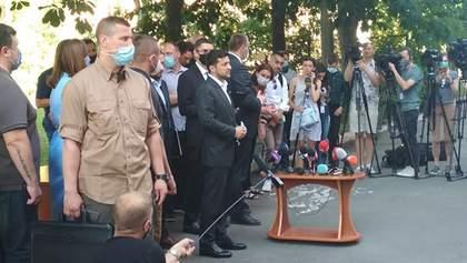 Взрыв на Позняках: Зеленский раздал пострадавшим ключи от новых квартир – видео, фото