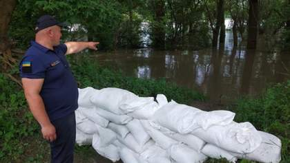 Загроза потопу на Вінниччині: люди намагаються врятувати картоплю