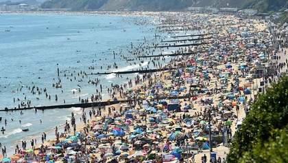 Майже пів мільйона британців вийшли на пляж, порушуючи карантин: шокуючі кадри
