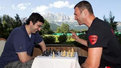Кличко подарував юному переможцю з шахів гру з чемпіоном світу росіянином Крамником