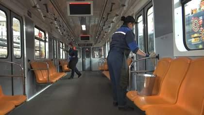 Чи безпечно їздити в метро під час COVID-19: експерти оцінили ситуацію у Києві