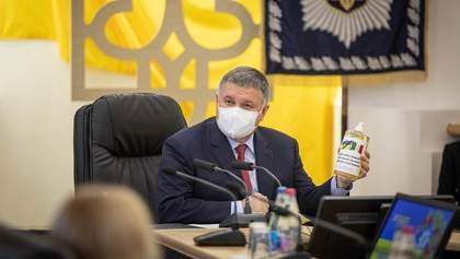 Шмигаль не хоче й говорити про відставку Авакова