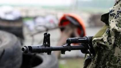 На Донбассе снова неспокойно: боевики ранили украинского бойца