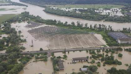 Повінь на Західній Україні: рятувальні роботи тривають, а вода в річках може знову піднятися