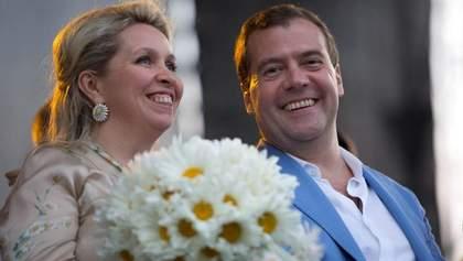 Правила не для всех: жена Медведева улетела в Европу, несмотря на запрет