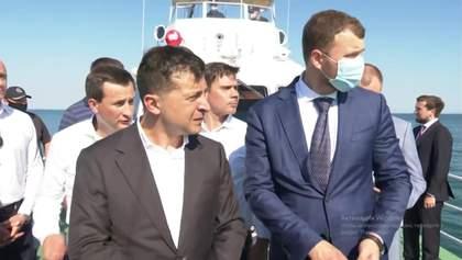 """Коли заберуть махіну: Зеленський влаштував """"розбір польотів"""" в Одесі через танкер Delfi – відео"""