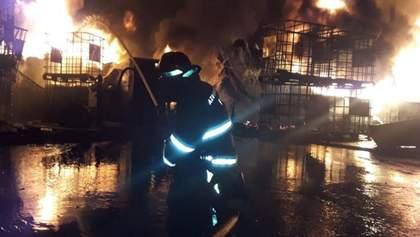 На заводе красок в Баку вспыхнул пожар, гремели взрывы: есть пострадавшие – видео