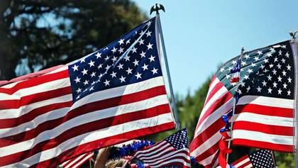 Повалення пам'ятника та спалення національного прапора: відео з Дня незалежності США