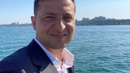Без Богдана и красных плавок: Зеленский в Одессе искупался в море – фото, видео