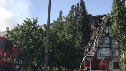 Пожарные потушили пожар в 5-этажном доме в Новой Каховке – фото