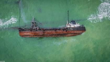 Пятно топлива с Delfi движется вдоль всего побережья Одессы, – эколог