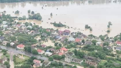 На Прикарпатті розгорівся скандал через виплати постраждалим від повеней