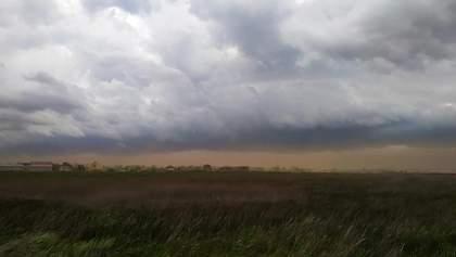 Пісок бив голками, діти плакали: моторошна піщана буря накрила Одещину – фото, відео