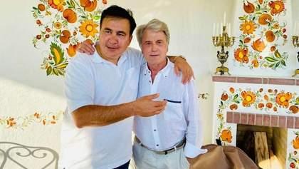 """""""Мій старий друг і кум"""": Саакашвілі зустрівся з Ющенком у хатинці"""