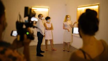 """""""Нейлонова"""" виставка Nude: у Харківській Муніципальній галереї вимкнули світло"""