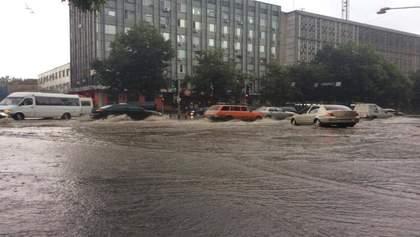 Машины плывут по дорогам: Запорожье и Харьков накрыл мощный ливень – жуткие видео