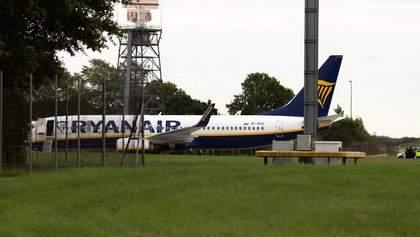 Самолет Ryanair экстренно посадили в Лондоне из-за сообщения о бомбе на борту