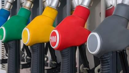 За год бензин подешевел  на более чем 25%