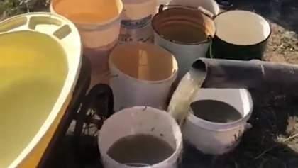 """Підвезли фекалій: в Росії людей від спеки хотіли врятувати """"водою"""" з асенізатора – відео"""