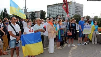 В защиту украинского языка люди вышли на митинг в Запорожье: фото