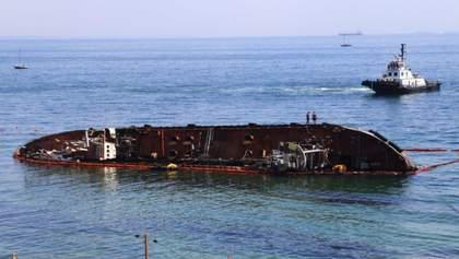 Підняття танкера Delfi перенесли після невдалих спроб його підняти