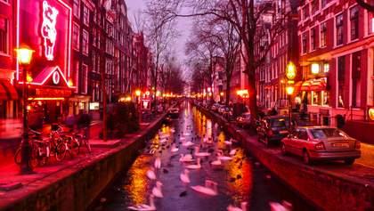 В Амстердаме закрыли часть квартала красных фонарей из-за толп посетителей
