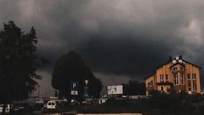 Мощный ливень в Хмельницком: затоплены улицы и рынок – фото, видео