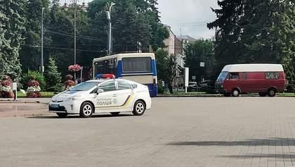 Зв'язок з водієм автобусу пропав після 9 ранку: нові деталі захоплення заручників у Луцьку