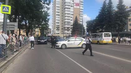 Жителей окрестных домов эвакуировали, – Геращенко о захвате заложников в Луцке