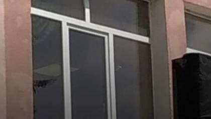В помещение полиции, где Аваков ведет переговоры с луцким террористом, стреляли: правда или фейк