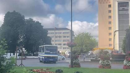 Террорист в Луцке хочет сбить коптер СБУ: видео