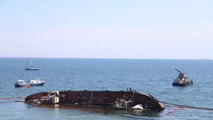 """Из танкера """"Delfi"""" снова вытекло топливо, образовалось огромное пятно: фото"""