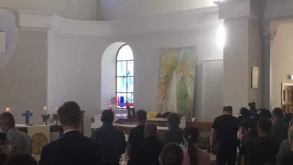 Прощання з Олексієм Кучапіним: родичі вірять слідству і залишеній передсмертній записці
