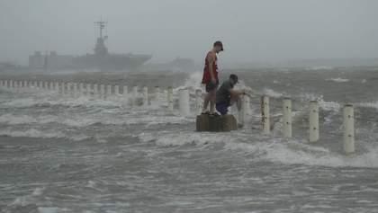 """""""Ханна"""" вдарила по США: потужний ураган дістався узбережжя Техасу – відео"""