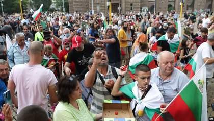 Протесты в Болгарии: здание правительства забросали туалетной бумагой – фото, видео