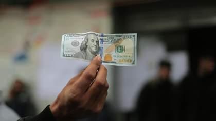Стоит ли сейчас скупать доллары: что говорят у Зеленского