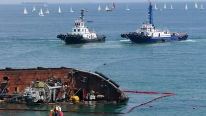 В Одессе рассматривают вариант, чтобы порезать танкер Delfi прямо на месте затопления