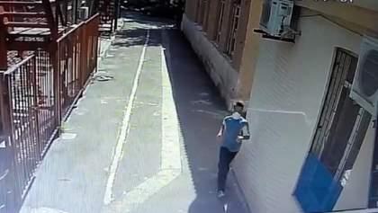 На синагогу в Мариуполе напал мужчина с топором: что говорят в полиции – фото и видео