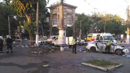 Патрульные протаранили микроавтобус в Одессе: видео столкновения 18+