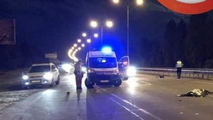 Жахлива аварія за участю мотоцикла у Києві: є жертва та потерпілий – фото, відео