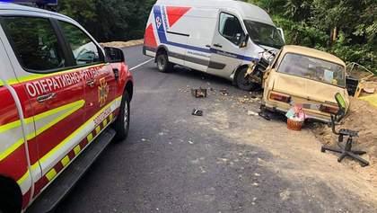 Моторошна ДТП на Черкащині за участю трьох автівок: є загиблий і постраждалі – фото