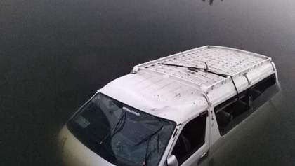 Біля пірамід у Єгипті автобус впав у канал, загинули 8 людей
