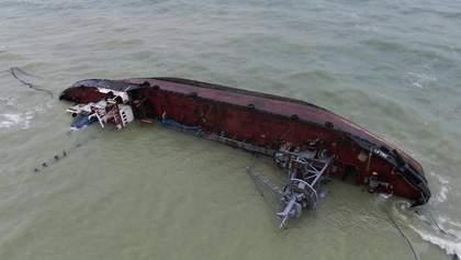 Криклій розповів, коли з одеського пляжу заберуть затонулий танкер Delfi