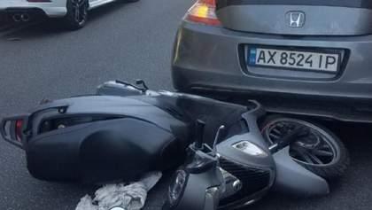 Засмотрелся в телефон: в Киеве произошло тройное ДТП с пострадавшим – фото