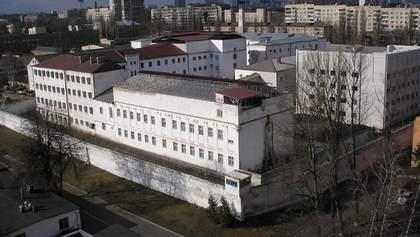 Мама заключенного в Лукьяновском СИЗО заявила о пытках сына: детали