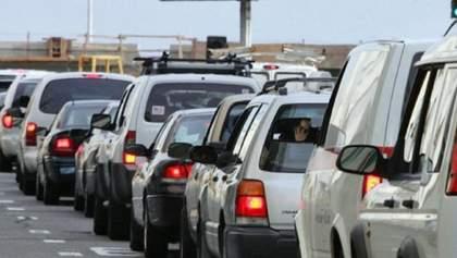 На українсько-угорському кордоні величезні черги: у них стоять 350 автівок