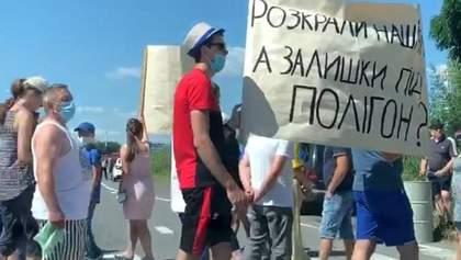 На трасі Київ – Чоп люди перекривали рух транспорту: деталі, відео