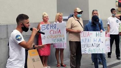 Видати Коломойського США: у Києві під Офісом Президента і посольствами провели масштабну акцію