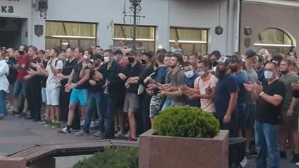 """""""Віримо, можемо, переможемо"""": як люди протестують у різних містах Білорусі"""
